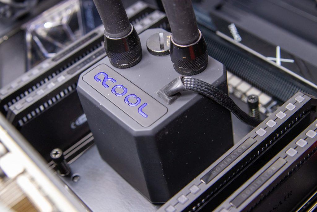 Threadripper 3990X cooled by the Alphacool Eisbaer 360 AIO